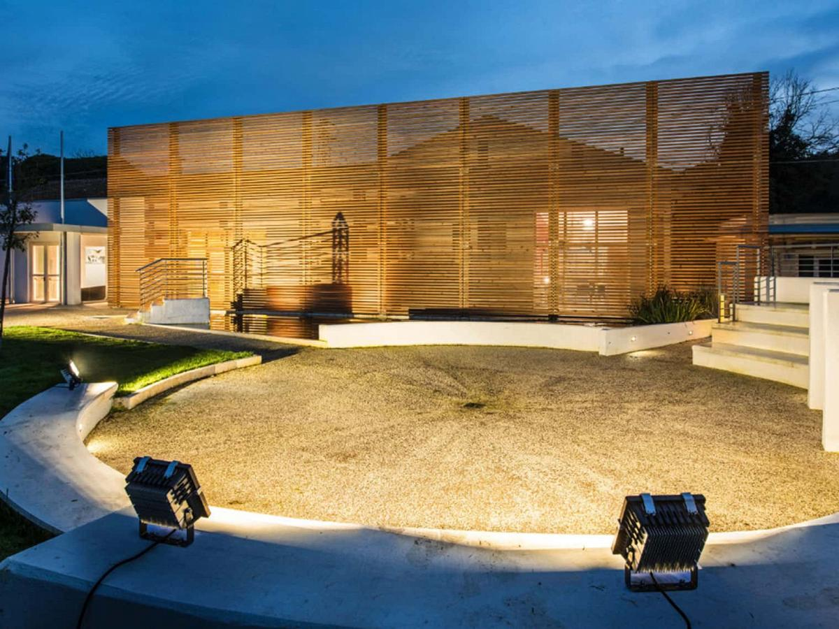 strahler und fassadenbeleuchtung lte lichttechnik essen. Black Bedroom Furniture Sets. Home Design Ideas